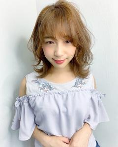 フェミニンレイヤーミディ【k271】 Lila by afloatのヘアスタイル