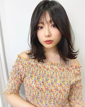 外ハネくびれミディ【k319】|Lila by afloatのヘアスタイル