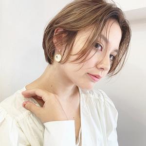 質感で魅せる大人のシンプルボブ【k337】|Lila by afloatのヘアスタイル