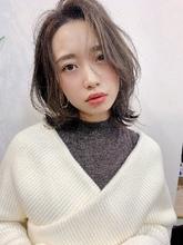 小顔ミディアムレイヤーT52|Lila by afloatのヘアスタイル