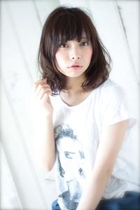 2014 髪型 ミディアム 黒髪風カラー ウェービーパーマ