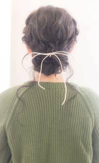 ラフで柔らかな編み込みシニヨン