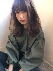 こなれ外ハネ柔らかセミミディ|Maria by afloatのヘアスタイル