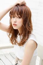 レイヤーにマッチした柔らかさが魅力の透け感カーリーヘア|Maria by afloat 鎌倉 彩のヘアスタイル