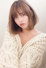 【添田】大人かわいいひし形シルエットボブ斜めバンググレージュs-13|Maria by afloatのヘアスタイル