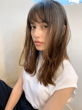 顔まわりのレイヤーで小顔にみせる束感セミディs-75|Maria by afloatのヘアスタイル