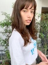 【添田】シースルーバング束感セミディ無造作カールハイライト|Maria by afloatのヘアスタイル