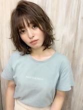 【重山】外ハネレイヤー小顔バングミディ♪ Maria by afloatのヘアスタイル