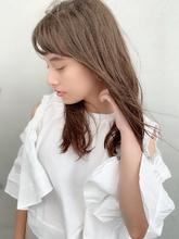 透明感グレージュ 小顔カットロング|Maria by afloatのヘアスタイル