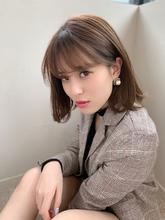 添田】ネイビーカラー耳かけフレンチボブ|Maria by afloatのヘアスタイル