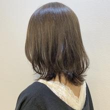 くすみグレージュとくびれロブがかわいい|Maria by afloatのヘアスタイル