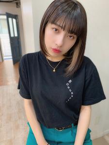 ミルクティーベージュインナーカラー ぱつっと前下がりボブy135|Maria by afloatのヘアスタイル