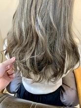 【重山】お客様スタイル♪ハイライト&グレージュオンカラー Maria by afloatのヘアスタイル