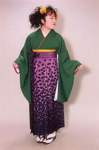 アシュウェル袴、写真スタジオもある美容室・セット・着付・写真撮影して卒業式へ・・・