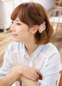 ツイストを応用したサイドポイントのプチアレンジで軽快に♪|MINX 青山店のヘアスタイル