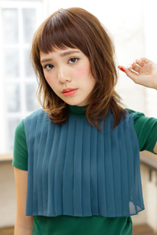 可愛らしさのキーワードは毛先ニュアンスと短めバング MINX 青山店のヘアスタイル