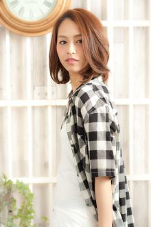 前髪長めの決定版ナチュラルでヘルシーなミディアムヘア|MINX 青山店のヘアスタイル