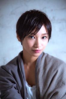 ホラン千秋風 黒髪でも女性らしい大人ショートヘア!|MINX 青山店のヘアスタイル
