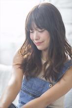 カジュアルなおしゃれ女子にラフウェーブロング|MINX 青山店 安田 幸由のヘアスタイル