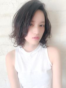 お色気×軽さのエアリーロブ|MINX 青山店のヘアスタイル