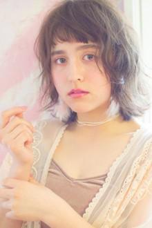 ショートバングが可愛い春のふんわりガーリーボブ|MINX 青山店のヘアスタイル