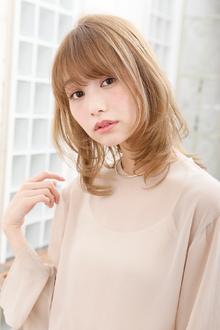 ひし型シルエット+明るめカラーで、夏らしい軽やかさを表現|MINX 青山店のヘアスタイル