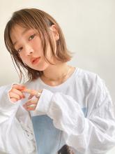 ハイトーンがおしゃれな外ハネ切りっぱなしボブ|MINX 青山店のヘアスタイル