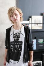 スモーキーブロンドとツーブロックでメリハリクールなショートヘア☆|MINX 青山店 松下 ひとみのメンズヘアスタイル