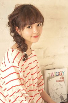 ゆるくねじってまとめて、おでかけ春アレンジ!|MINX 青山店のヘアスタイル