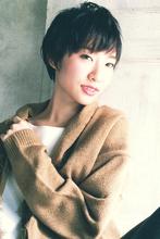 大人女子のためのエッジの効いたショートスタイル|MINX 銀座店 飯野 誠のヘアスタイル