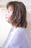 ゆれるグロッシーボブで、色っぽ髪にチェンジ