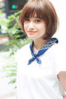 サラッと風になびく前髪がポイントのボブスタイル|MINX 銀座店のヘアスタイル