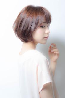 ふんわりシルエットが魅力の前下がりショートボブ|MINX 銀座店のヘアスタイル