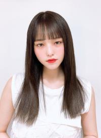 パツっと前髪×透明感オリーブカラー
