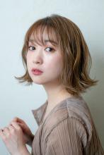 ミルクティーベージュのミディアムヘア MINX 銀座店 田中 柚衣のヘアスタイル
