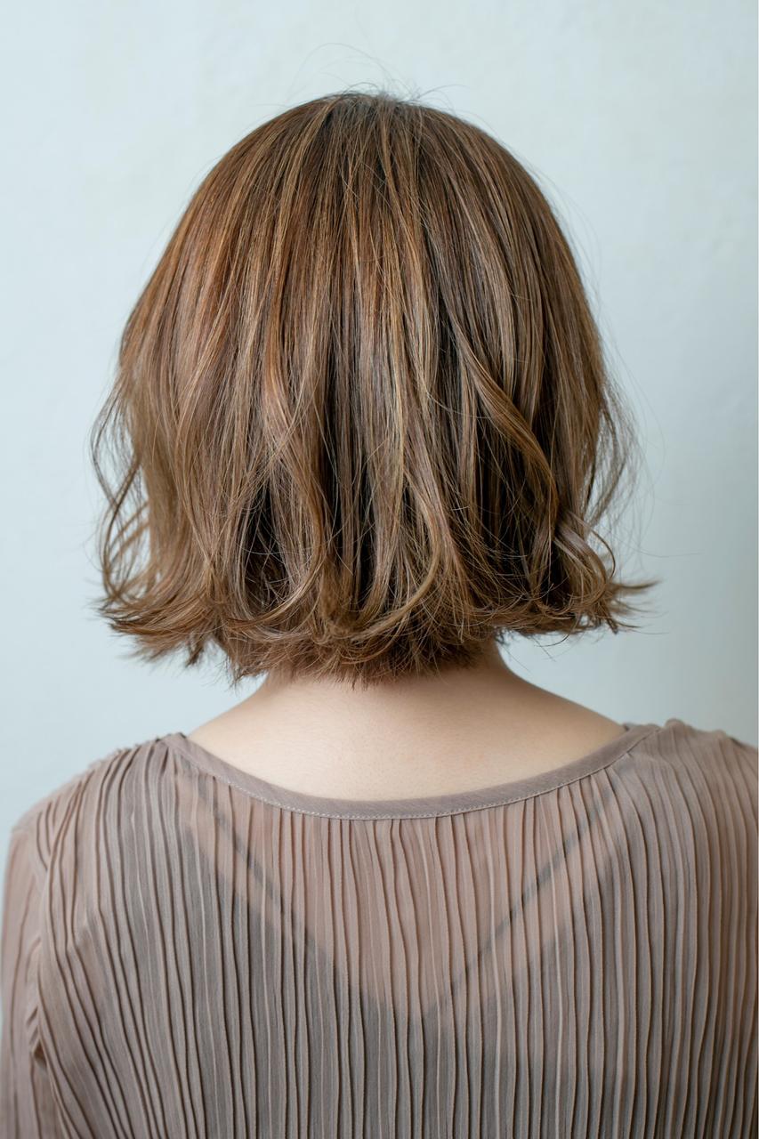 ミルクティーベージュのミディアムヘア