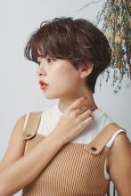 横顔を美しく引き立てる美フォルムショートヘア|MINX 銀座店のヘアスタイル