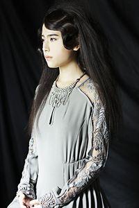 凛としたスタイルは女神の微笑みをイメージ【muse de mode】