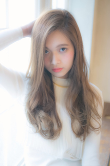 小顔に見せる 大人 ミルクベージュ ロング☆ MINX 銀座二丁目店のヘアスタイル