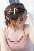飾りピンがアクセント☆顔周りのフリンジで遊ぶアンニュイアレンジ