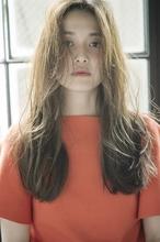 切りっぱなしロングのボサ可愛レイヤー|MINX 銀座五丁目店 花渕 慶太のヘアスタイル