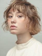 くせ毛風パーマ アッシュカラー ショートバング|MINX 銀座五丁目店 知念 弘行のヘアスタイル