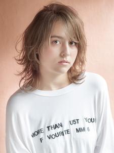 小顔に見えるくびレイヤー|MINX 原宿店のヘアスタイル