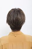 前髪とサイドをリバースに流した個性派マッシュショート