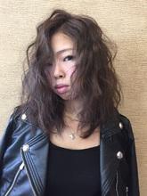 ミディアムパーマ|naturally ALiveのヘアスタイル