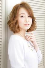 女性らしい魅力がアップする透明感のあるエアリーカール|NATURA 塩崎 正樹のヘアスタイル