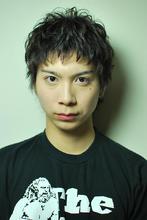 黒髪、クシャ感、パーマ、ショート|NATURA 塩崎 正樹のメンズヘアスタイル