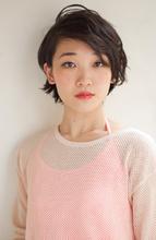 大胆にわけた髪が色っぽいショート♪|PLACE IN THE SUN 丸田 美由紀のヘアスタイル