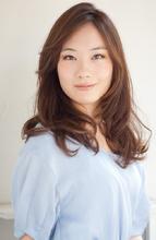ルーズに流した前髪で、エレガントさを演出!|PLACE IN THE SUN 丸田 美由紀のヘアスタイル