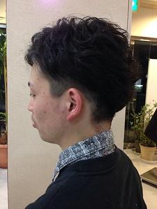すっきり刈上げとパーマの対比を楽しむウェーブヘア|美容室/美容院 Run アールアン  平塚のヘアスタイル